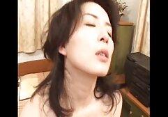 A miúda do vídeo pornô com mulher gostosa Cocó entrou em spycam na casa de banho.