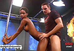 Trillium e o seu mulher fazendo xixi porno marido Cornudo partilham um enorme pénis preto.