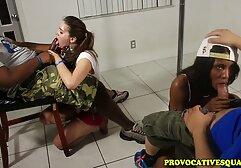 O mestre rasgou o escravo e vídeo pornô de mulher traindo o marido chicoteou o escravo num espartilho de couro.